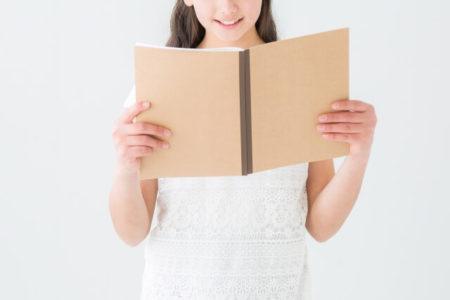 朗読する女の子